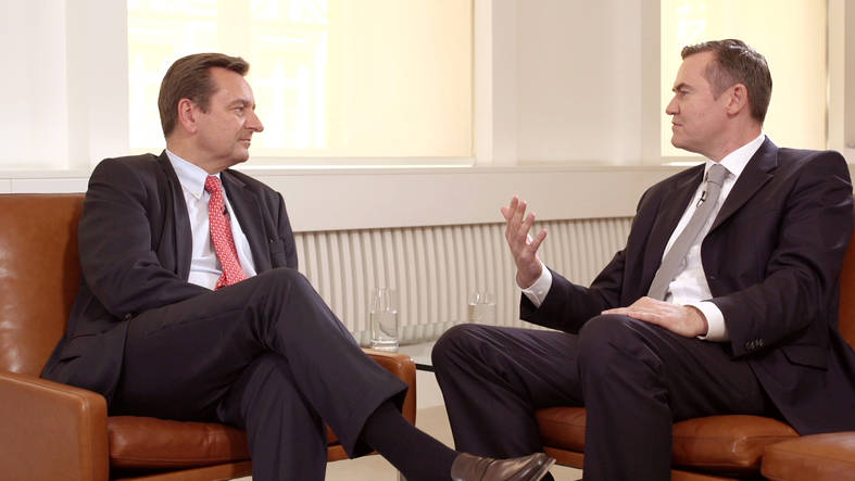 What makes the Munich Re share attractive for investors - a talk between CEO Joachim Wenning and Markus Engels, Allianz Global investors.