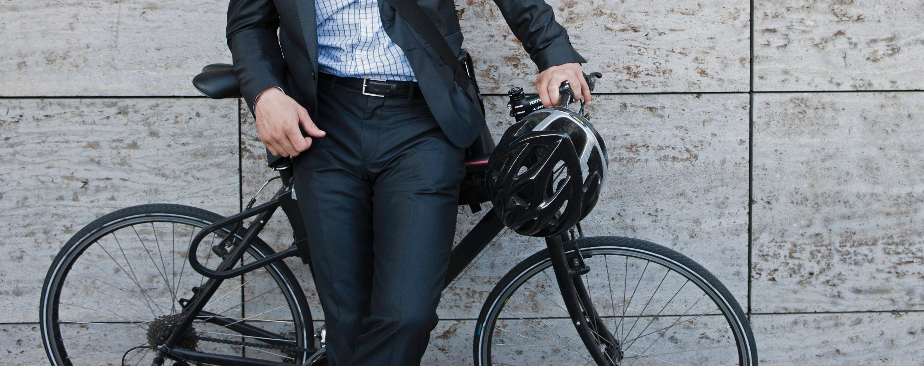 Cycling to work, avoiding the elevator at the office and using the stairs, standing up at your desk: there are many ways to introduce exercise into your daily routine.